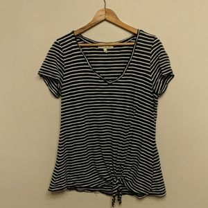 """Express """"one eleven"""" v-neck tie front tee - sz M"""